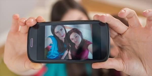 gaya selfie buat orang rasa menyampah.jpg